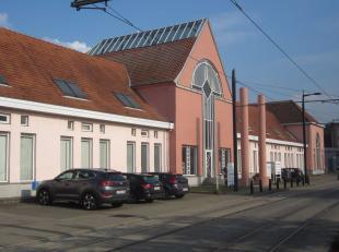 Functionele kantoorruimtes gelegen in een businesscenter op toplocatie te Sint-Denijs-Westrem, tussen R4 (grote ring rond Gent) en E40 op invalsweg na