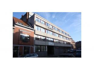 Een kantorencomplex bestaande uit 2 gebouwen die met elkaar in verbinding staan via een binnentuin te Gent. Zeer goed bereikbaar, met de wagen als met