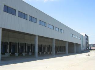Logistieke magazijnen op maat in het Gentse havengebied te Desteldonk, nabij de R4 Kennedylaan. Beschikbare opp.: (nog te bouwen) Uitrusting: Er is ee