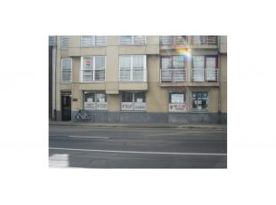 Het betreft 2 kantoorruimtes die gelegen zijn op het gelijkvloers van een appartementsgebouw vlakbij het nieuwe gerechtsgebouw. Deze liggen op wandela