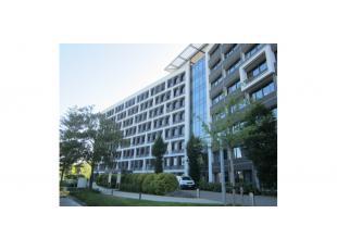 Dit goed gelegen & zichtbaar kantoorgebouw maakt deel uit van een groter complex (20.000m²) en geniet van een uitstekende bereikbaarheid vanu