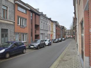 Gezinswoning hoofdverblijfplaats!!! Gerenoveerde én ruime stadswoning in centrum Gent.<br /> Indeling.  Inkom/trappenhal, woonkamer met een gec