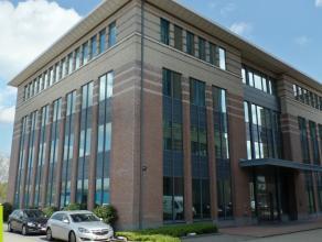 640m² kantoren<br /> Ligging: op Mechelen Campus, vlakbij afrit E19<br /> Beschikbaar: onmiddellijk<br /> Meer info of een bezoek inplannen? C