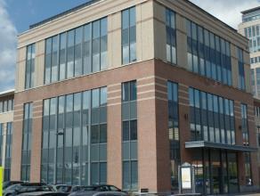 256m² (à 996m²) kantoren op 3de verdieping<br /> Ligging: op Mechelen Campus, vlakbij afrit E19<br /> Beschikbaar: onmiddellijk<br
