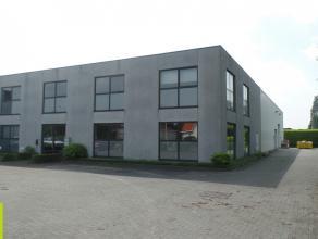 750m² kantoor + 225m² magazijnruimte <br /> Ligging: Industrieterrein Mechelen Noord met vlotte verbinding E19 tussen Antwerpen - Brussel <b