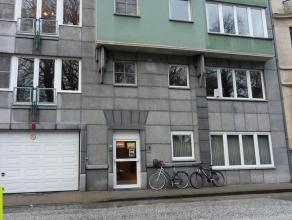 80m² kantoorruimte met terras van 11m² <br /> Ligging: op 250m van stadsring R40 met vlotte verbinding naar E40/E17; naast Citadelpark <br /