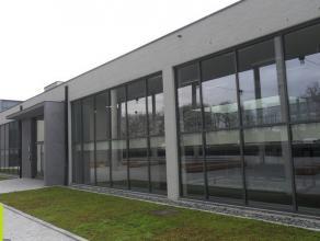 20m² (à 207m²) kantoren <br /> Ligging: vlot bereikbaar via invalswegen (N49 en E40), station op wandelafstand, nabij het centrum, v
