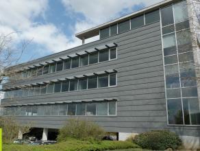 318m² (à 535m²) kantoren met mogelijkheid tot 532m² magazijn <br /> Ligging: vlakbij E19 ; in bedrijvenzone Mechelen-Noord Besc