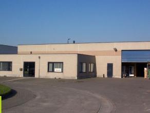 465m² magazijn met 105m² kantoor <br /> Ligging: vlot bereikbaar via R4, bushaltes op ca 250m, lijnen 52-53-54 <br /> Beschikbaar:01/05/20