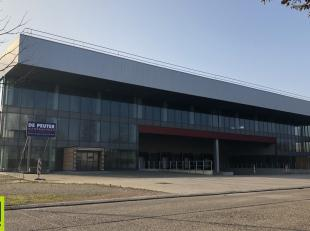 10.500m² magazijn met 2300m² kantoren (opsplitsbaar in 2 delen) <br /> Ligging: nabij afrittencomplex E34 Beerse (Antwerpen-Eindhoven) <br