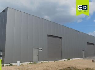 240m² magazijn<br /> Ligging: op korte afstand van E19; aan het kanaal Antwerpen-Turnhout<br /> Specificaties: staalconstructie, 6m vrije hoogte,