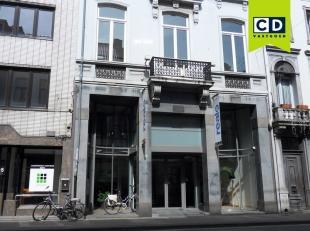 63m² kantoor op 2e verdieping (uitbreidbaar tot 312,7m²)<br /> Ligging: in Gent-centrum, bij Sint-Jacobs, Portus Ganda<br /> Specificaties:
