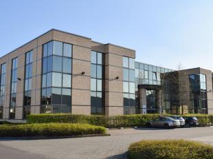 271m² kantoorruimte (uitbreidbaar tot 2499m²)<br /> Ligging: langs E19<br /> Specificaties: zonwerend en hittebestendig dubbel glas, verlaag