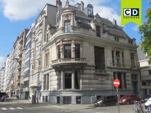 200m² kantoren<br /> Ligging: vlakbij station Antwerpen-Centraal<br /> Specificaties: monumentale gevel, dubbel glas, ingedeeld, gyproc, inbouw s