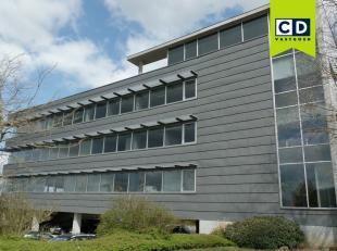 318m² kantoren op 3de verdieping (uitbreidbaar tot 853m²)<br /> Ligging: vlakbij afrit E19, in bedrijvenzone Mechelen-Noord<br /> Specificat