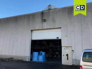 960m² magazijn met 214m² kantoorruimte<br /> Ligging: vlakbij E19, in industriezonde Mechelen-Noord<br /> Specificaties magazijn: Ytong beto