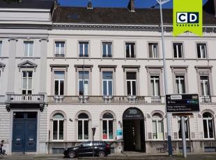 528m² kantoorruimte in herenwoning<br /> Ligging: Vlakbij afrit E17-E40, bus- en tramhaltes dichtbij, op wandelafstand van stadscentrum<br /> Spe