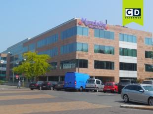 420m² kantoorruimte op derde verdieping<br /> Ligging: aan het station van Mechelen, op 5 min. van afrit E19<br /> Specificaties: dubbele beglazi