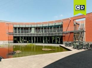 574m² kantoorruimte<br /> Ligging: op wandelafstand van station; nabij uitrit 10 Mechelen; in Ragheno Park<br /> Specificaties: gelakt aluminium