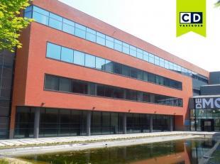Kantoorruimte met 3 werkplekken en dienstverlening<br /> Ligging: op wandelafstand van station; nabij uitrit 10 Mechelen; in Ragheno Park<br /> Specif