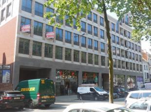 166m² kantoorruimte (uitbreidbaar tot 524m²)<br /> Ligging: nabij inrit van Waaslandtunnel<br /> Specificaties: metselwerk, aluminium schrij