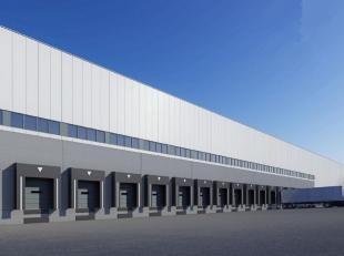 5600m² opslagruimte  met mogelijkheid tot kantoren.<br /> Liging: vlakbij afrit E17<br /> Specificaties: 10m vrije hoogte, polybetonvloer (5T/m&s