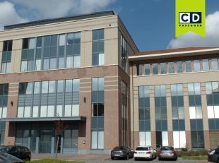 258m²  kantoorruimte op 1ste verdieping (uitbreidbaar tot 580m²)<br /> Ligging: vlakbij afrit E19<br /> Specificaties: zonwerend en hittebes