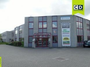 100m²  kantoren (uitbreidbaar tot 540m²)<br /> Ligging: vlakbij E19<br /> Specificaties kantoor: deels ingedeeld/deels landscape, verlaagd p