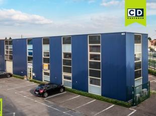 462m² ingedeelde kantoorruimte<br /> Ligging: vlakbij centrum en op 5km van E19<br /> Specificaties: 7 individuele kantoren, verlaagd tegelplafon