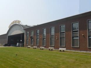 3000m² magazijn met mogelijkheid tot kantoren<br /> Ligging: industriezone Regenboog; op 2 minuten van E19<br /> Specificaties: betonstructuur, 8