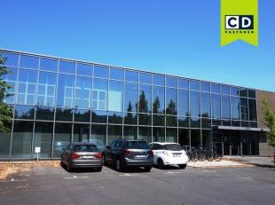 63m² kantoorruimte (uitbreidbaar tot 161m²) (op verdieping -1)<br /> Ligging: vlot bereikbaar via R4, E17 en E40<br /> Specificaties: betons