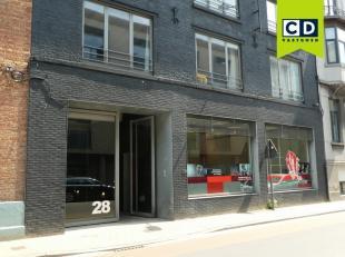 115m² kantoor +13m² technische berging<br /> Ligging: in centrum Gent en nabij stadsring R40<br /> Specificaties: verbouwing in 2008, gevel