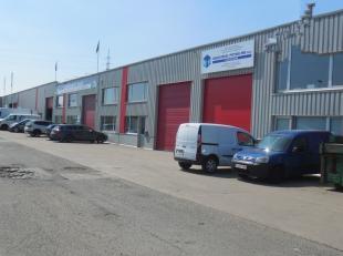 """390m² magazijn met 108m² kantoren<br /> Ligging: nabij Antwerpse ring en het Albertkanaal - Dok van Merksem in semi-industrieel complex """"Vaa"""