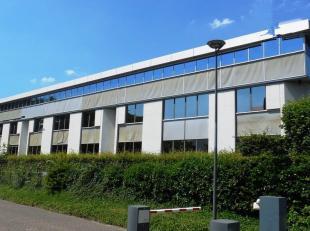 121m²  kantoorruimte op 2de verdieping (uitbreidbaar tot 786m²)<br /> Ligging: vlot bereikbaar via A12 en E19<br /> Specificaties: dubbel gl