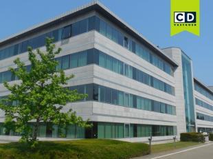 586m² kantoorruimte op gelijkvloers<br /> Ligging: vlot bereikbaar via A19<br /> Specificaties: landscape kantoor met aparte keuken, verlaagd teg
