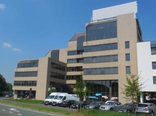 551m² kantoorruimte<br /> Ligging: aan singel en Antwerpse ring<br /> Specificaties: getinte ramen, dubbele beglazing, landscape kantoor, verlaag