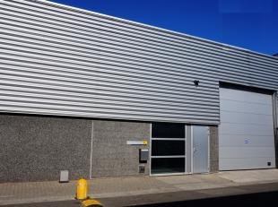 432m² magazijn + kantoor<br /> Ligging: baan Gent-Antwerpen; op 10 min van afrit E17; vlotte verbinding met openbaar vervoer<br /> specificaties: