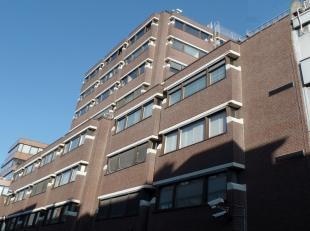 175m² kantoren<br /> Ligging: op wandelafstand van het stadspark en het Centraal Station, vlot bereikbaar met openbaar vervoer<br /> Specificatie