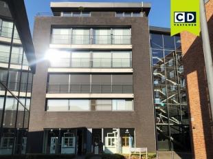 120m² handelsruimte met 22m² kelder<br /> Ligging: op wandelafstand van station Gent-Dampoort en vlakbij stadsring<br /> Specificaties: land