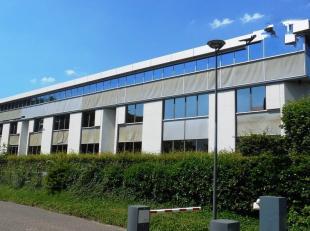 131m²  kantoorruimte op 2de verdieping (uitbreidbaar tot 786m²)<br /> Ligging: vlot bereikbaar via A12 en E19<br /> Specificaties: dubbel gl
