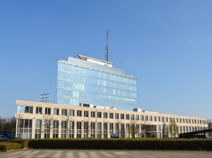 1032m² kantoorruimte<br /> Ligging: vlakbij E19 Antwerpen-Brussel<br /> Specificaties: glasgevel, dubbele beglazing, deels ingedeeld/deels landsc