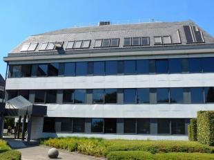 101m² kantoorruimte op 3de verdieping<br /> Ligging: vlot bereikbaar via A12<br /> Specificaties: betonstructuur, dubbel glas, landscape, verlaag