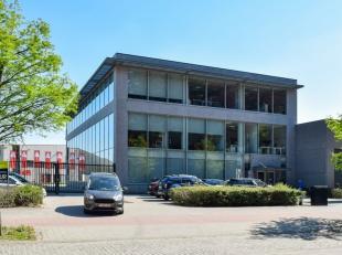 564m² kantoorruimte op 2de verdieping<br /> Ligging: vlakbij A12<br /> Specificaties: ingedeelde kantoren (veel glaswanden), verlaagd tegelplafon