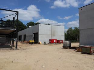 171m² magazijn<br /> Ligging: vlakbij A12<br /> Specificaties: gevel in architectonisch beton, staalstructuur, volledige overspanning, vrije hoog