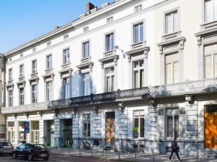 245m² kantoor met 60m² patio<br /> Ligging: aan afrit E17/E40; bus/tramhaltes voor het pand; op wandelafstand van centrum Gent<br /> Specifi