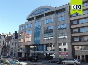 512m² kantoorruimte<br /> Ligging: aan de oprit E19, langs de singel<br /> Specificaties: ingedeeld/landscape ruimte, alu schrijnwerk met dubbel