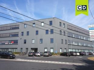 170m² nieuwbouw kantoorruimte op 3e verdieping (uitbreidbaar tot 880m² kantoor)<br /> Ligging: aan afrit E40 en R4 (Flanders Expo)<br /> Spe