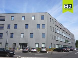 710m² nieuwbouw kantoorruimte (540m² + 170m²) op 1e verdieping (uitbreidbaar tot 880m² kantoorruimte)<br /> Ligging: aan afrit E40