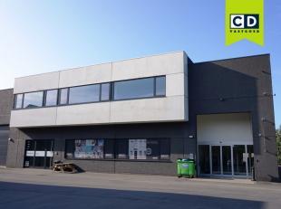 142,5m landscapekantoor<br /> Ligging: aan Flanders Expo, vlakbij afrit E40 en R4; vlot bereikbaar met openbaar vervoer<br /> Indeling: privatieve ink