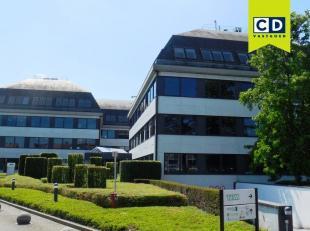 588m² kantoorruimte op 3de verdieping<br /> Ligging: vlot bereikbaar via A12<br /> Specificaties: betonstructuur, dubbel glas, landscape, verlaag